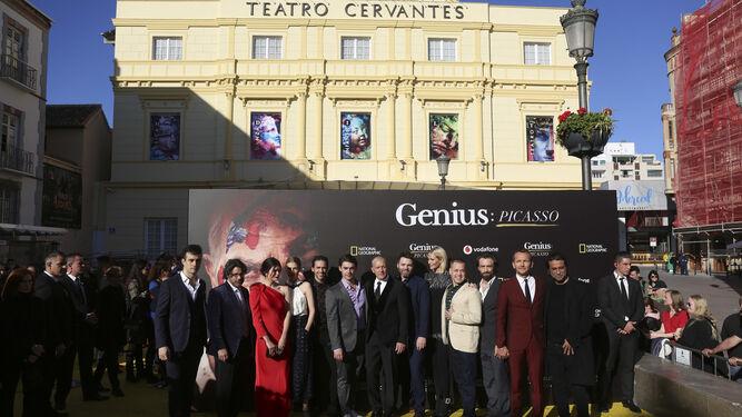Antonio Banderas junto al equipo de 'Genius' antes del estreno.