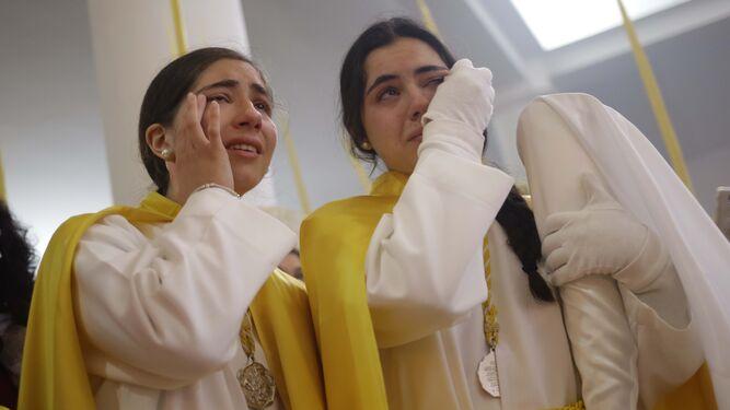 Nazarenas de la Pollina rompen a llorar tras conocer que no se procesiona.