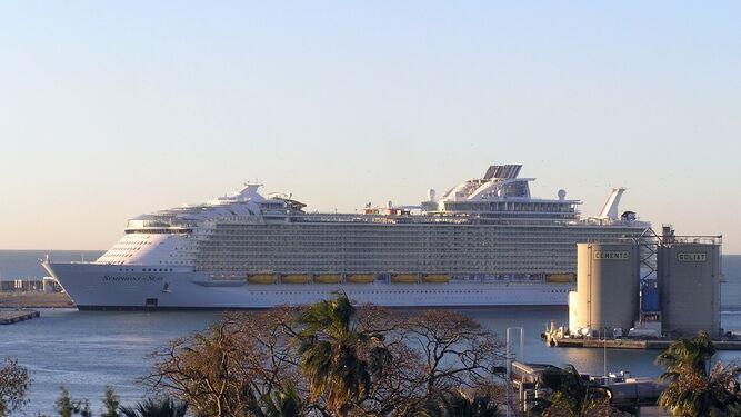 El 'Symphony of the Seas' en el puerto.
