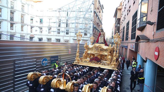 Jesús coronado de espinas de Estudiantes, a su paso por la calle Tejón y Rodríguez.