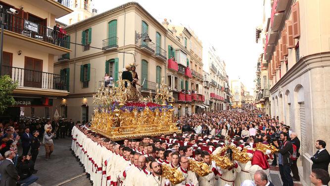 Francisco de la Torre dirige la maniobra de salida de Jesús de la Puente del Cedrón.