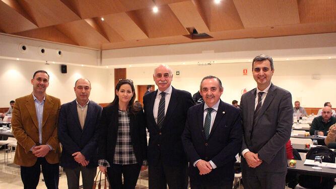 El equipo del Colegio de Titulares junto al ponente, Álvaro Vizcaíno Nodal