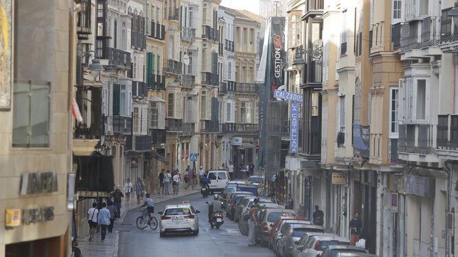 La calle Carretería, una frontera del centro en busca de sí misma.