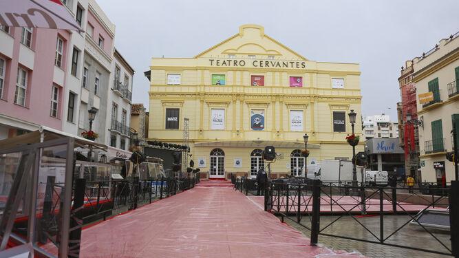 La entrada al Teatro Cervantes, ayer por la tarde.