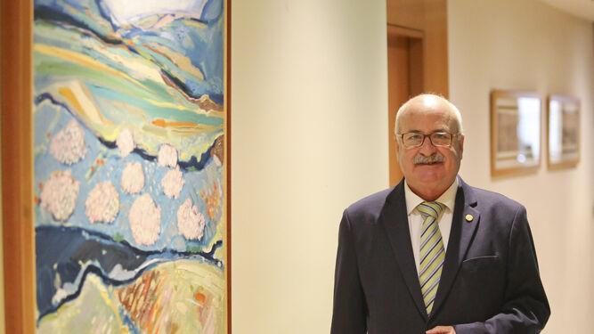 José Zayas posa momentos antes de esta entrevista en la sede del Colegio en la Avenida Andalucía.