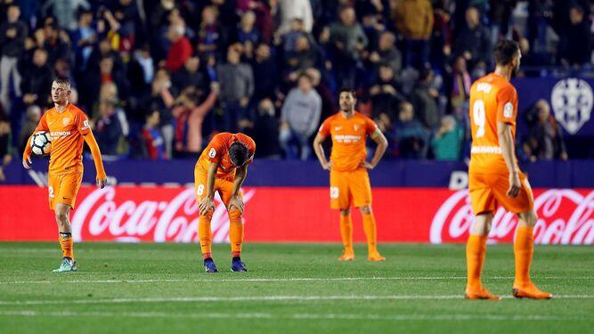 Decepción entre los jugadores del Málaga.