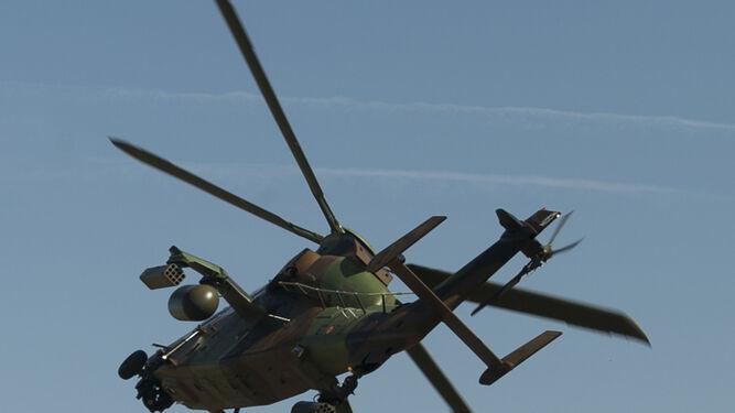 Helicóptero de ataque Tigre apoyando a tropas terrestres.