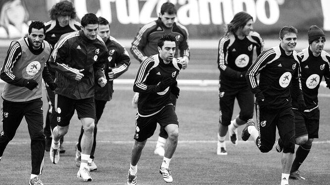 Vadillo es derribado por el lateral izquierdo del Albacete Zurdo cuando intentaba dribarlo.