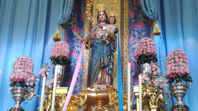 María Auxiliadora luce las cintas durante su festividad.