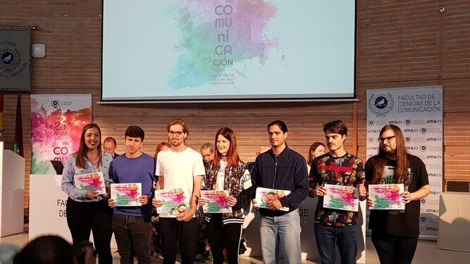 Los galardonados en las diferentes titulaciones de los premios Conmutopía de la facultad.