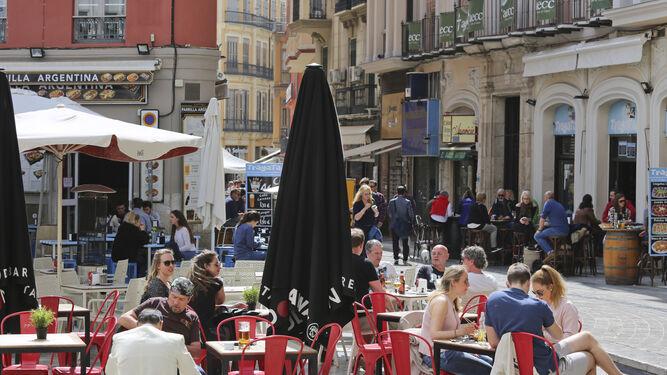 Terrazas en la calle Granada.