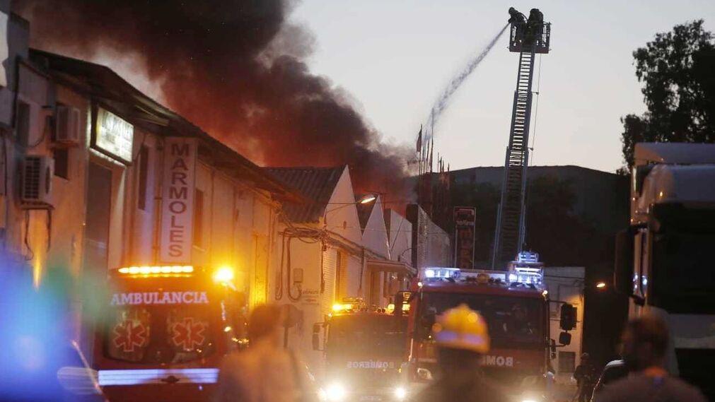 Incendio en una tienda de muebles en el pol gono el viso for Almacenes de muebles en malaga