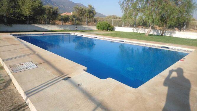 Una acci n vand lica obliga a cerrar la piscina de la for Vaso piscina