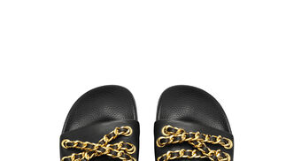Chanclas con cadenas Moschino tv H&M 79,99€