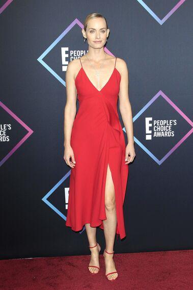 Victoria Beckham en los Peoples Choice Awards o el traje de novia para las menos clásicas