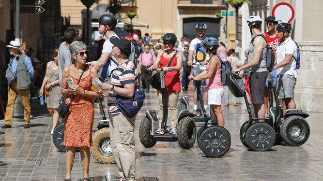 Un grupo de turistas en el centro de Málaga