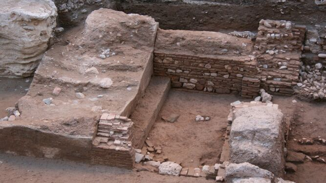 Muralla y puerta del arrabal almohade de Attabanim.