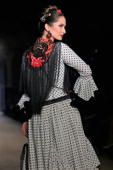 Ángela y adela, fotos del desfile en We Love Flamenco 2019