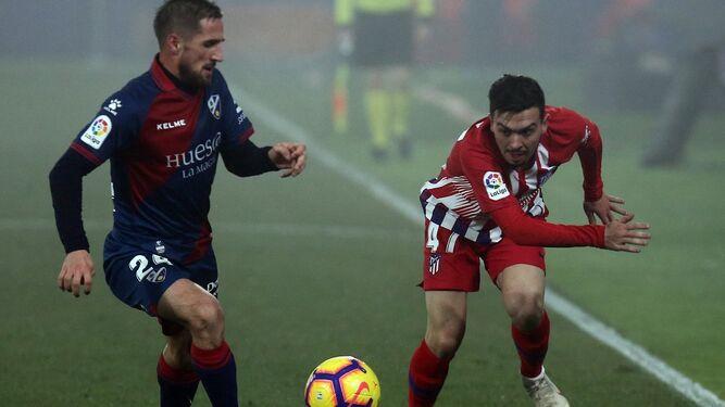 af803df02606e Joaquín Muñoz encara en el Huesca-Atlético de Madrid.