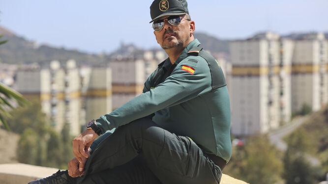 El guardia civil posa en La Palmilla