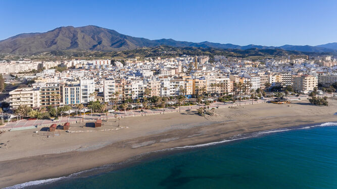 Prohíben el baño en una playa de Estepona al detectar una concentración de  bacterias