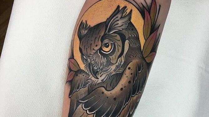 La especialidad de Pedro son los tatuajes de animales llenos de vida y color.