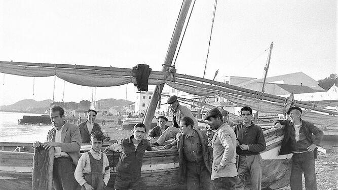 Pescaderos en la playa de El Palo en 1957.