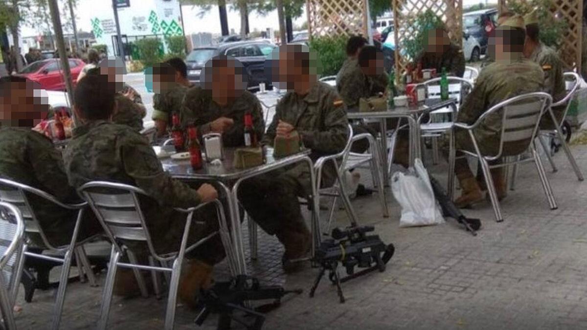 Defensa Investigará A Unos Legionarios Por Tomar Cerveza En