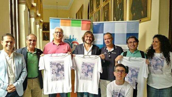 Salva Reina en la presentación de la carrera solidaria de Aefat en Málaga.