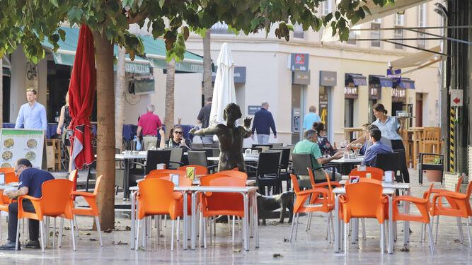 Varias terrazas de bares instalados en la Plaza Uncibay.