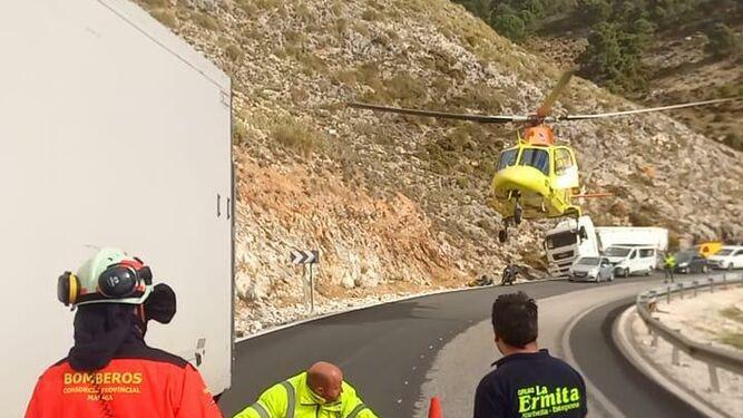 Accidente con un motorista herido grave en la A-397 hacia Ronda.
