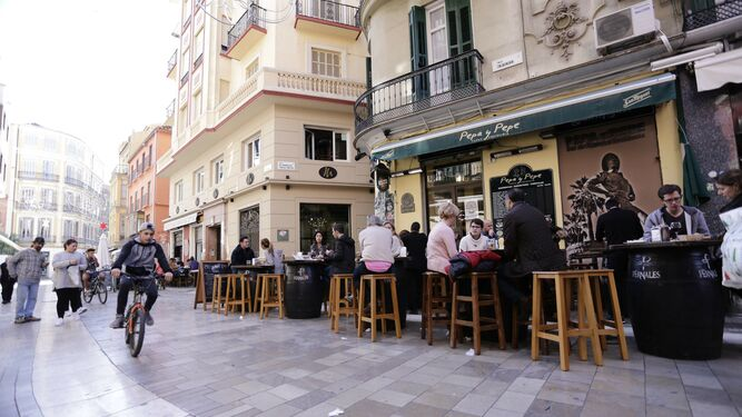 Terrazas en la calle Calderería, una de las afectadas por el plan antirruido  de Málaga.