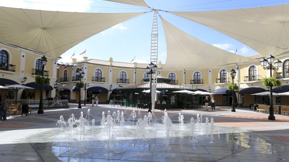Las fotos de la inauguración del 'outlet' de Plaza Mayor