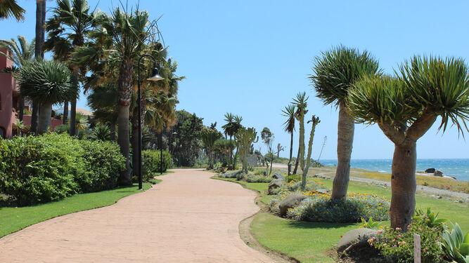 Estepona obtiene luz verde a un nuevo tramo de la senda litoral en la zona  de Guadalmansa