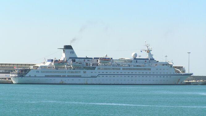 Futuro incierto para el crucero de la bahía de Málaga tras quebrar la naviera 2