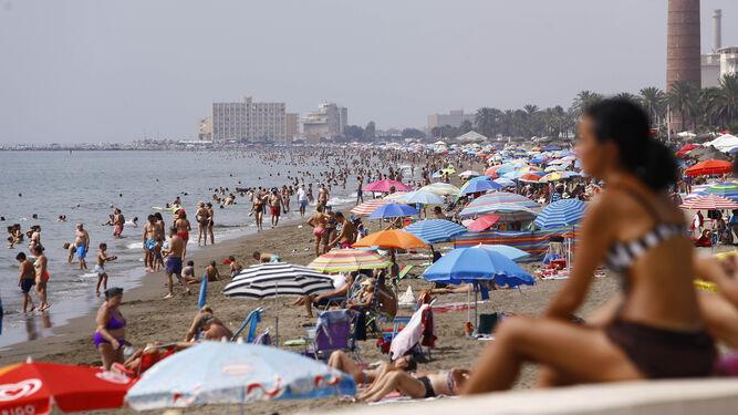 Una decena de playas de Málaga recibe el mes de agosto al máximo del aforo permitido 1