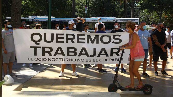 Los trabajadores (indignados) del ocio nocturno en Málaga dan la cara 1
