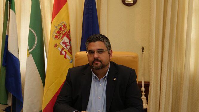 El alcalde de Mijas, del PSOE, anuncia que no cederá sus remanentes al Gobierno 1