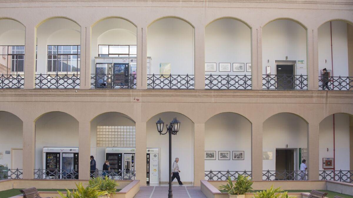 El Hospital Regional de Málaga libera camas ante un posible repunte de coronavirus 2