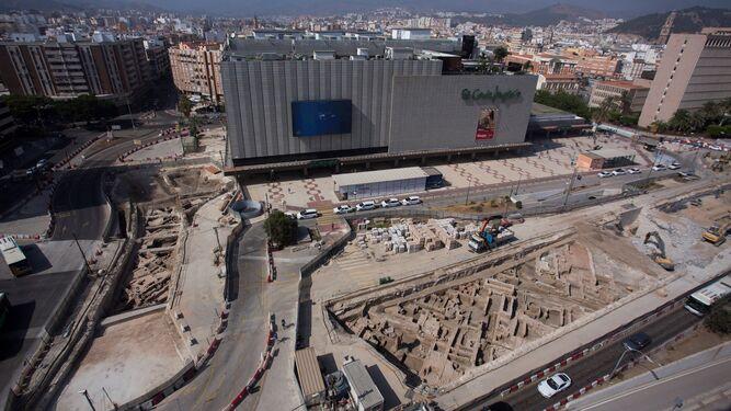 El Metro desentierra parte de la muralla medieval de Málaga 2