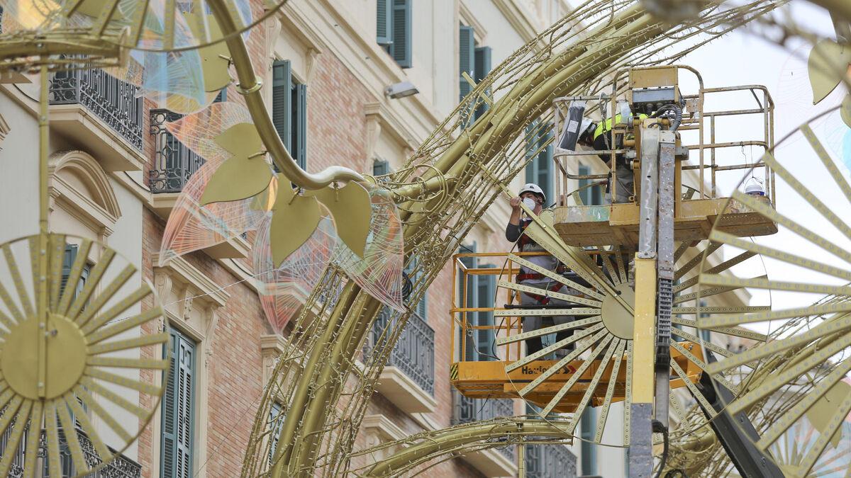 Preparativos en Málaga para una Navidad incierta, en fotos