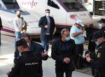 Las fotos del aeropuerto y la estación de tren de Málaga en el primer día de movilidad restringida e ...