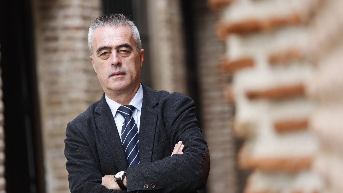 El ex alcalde de Estepona Antonio Barrientos, acusado en Astapa, pide investigar a Villarejo