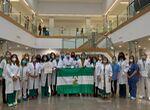 El Hospital Clínico de Málaga dedica su Bandera de Andalucía a pacientes Covid que no han superado l ...