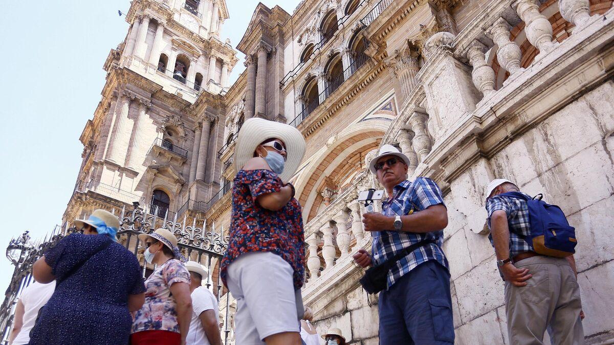 Turistas en la Catedral de Málaga.