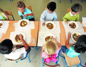 Más de 2.500 niños esperaron una plaza de comedor el curso pasado