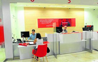 Banco santander inaugura la primera oficina de nueva for Oficinas banco santander alicante